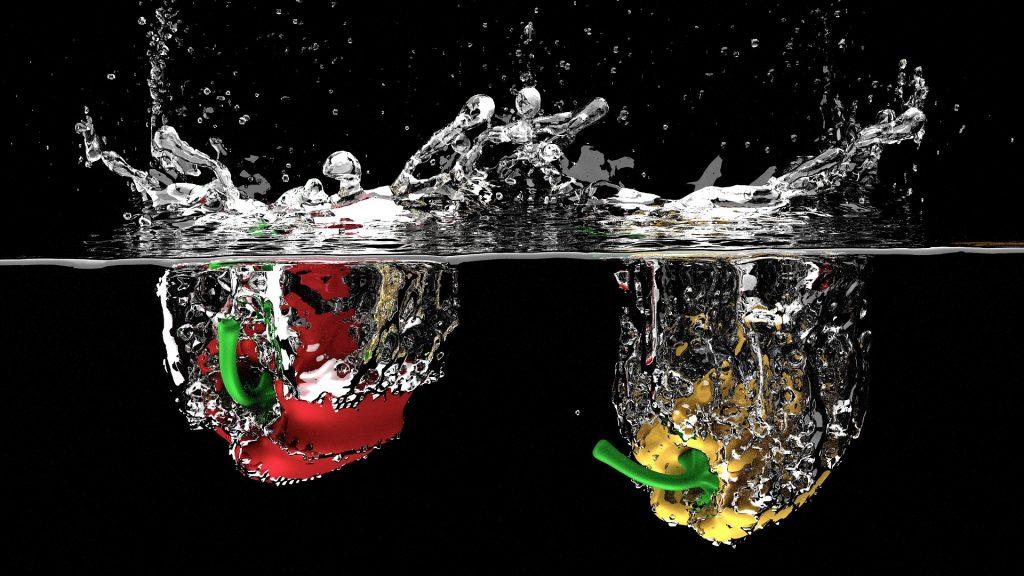 Klares Wasser und Paprika